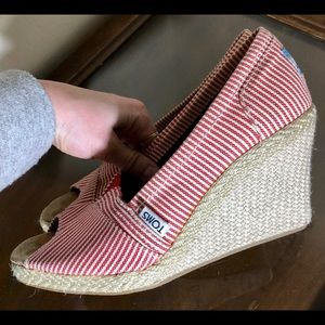 TOMS wedge sandals red summer 6 EUC striped